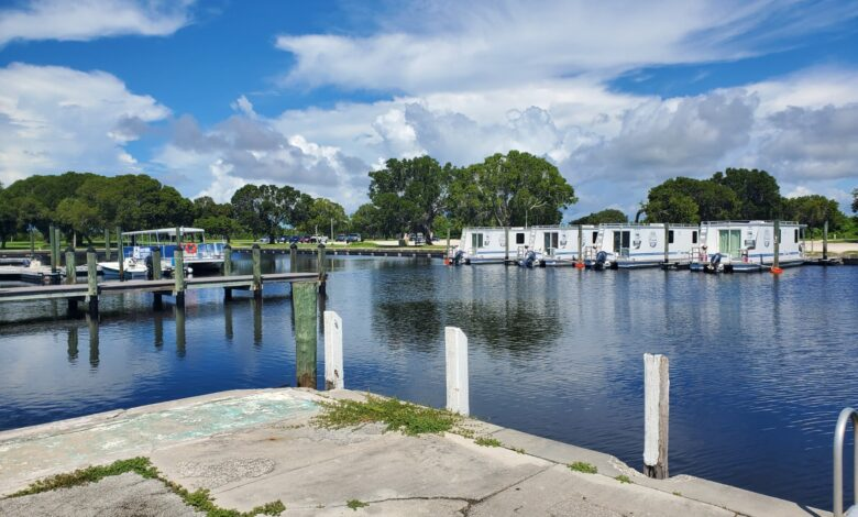 Images of houseboats at Everglades National Park